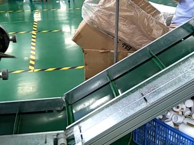 爬坡机助力吹瓶产品包装输送