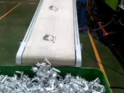 高温帆布输送机+机械手助力五金生产